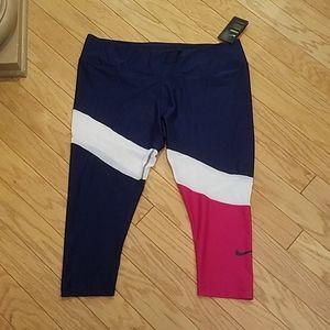 NWT plus size 2X Nike crop leggings
